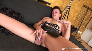 Insolent mature plays with her snatch like a munificence whore